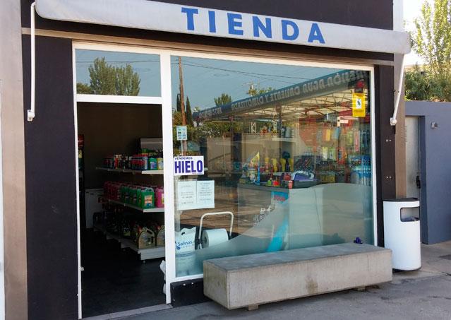 Fachada tienda repuestos coche en Alhendin